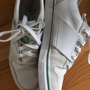Men's white puma gym shoes